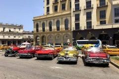 Al parcheggio ad Havana in attesa di turisti