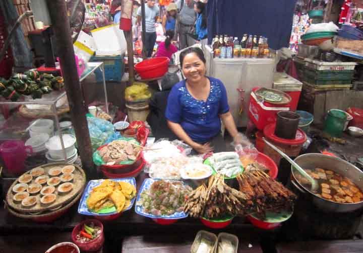 hue market street food stand