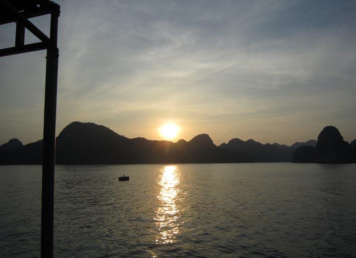 Tramonto su Lan Ha bay