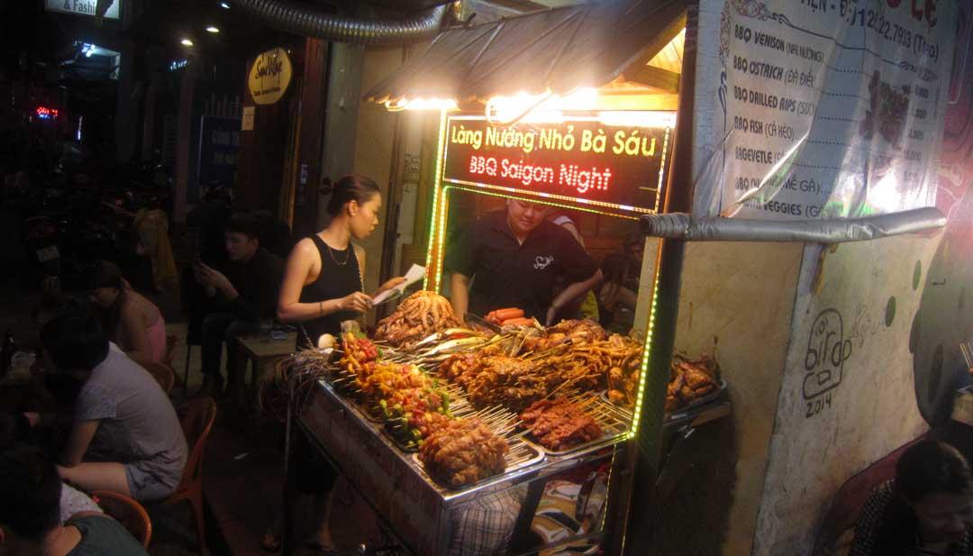 Le 6 migliori GRIGLIATE di strada mangiate nel sud-est asiatico